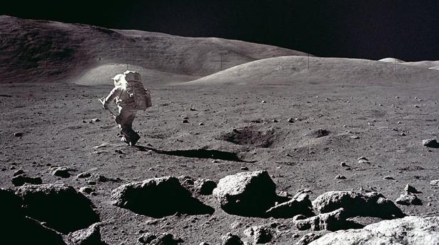 човек на луната