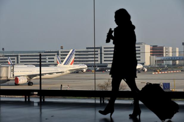 Жена на летище