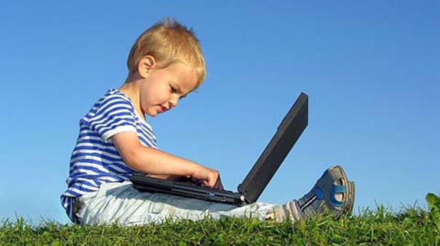 Дете с компютър