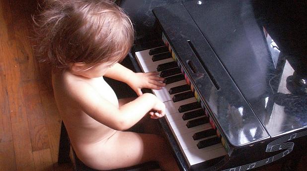 дете, пиано, музика
