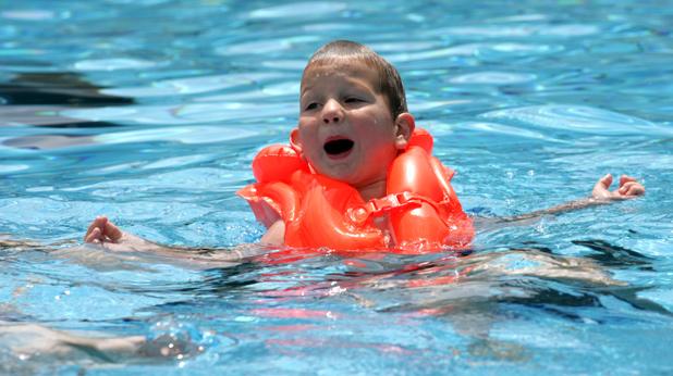 басейн, лято, дете