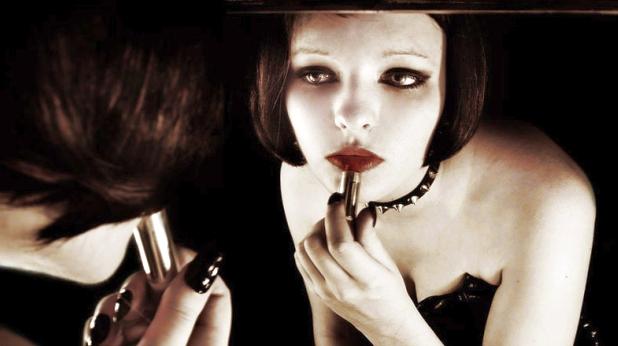жена, огледало
