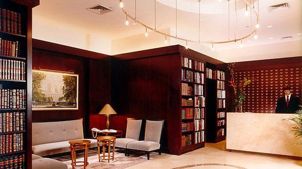 хотел, библиотека