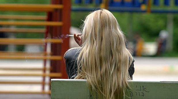 жена, парк, размисъл