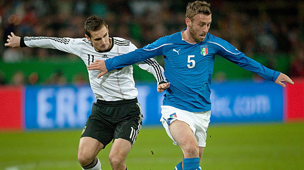 Мирослав Клозе откри резултата за Германия в контролата с Италия, завършила 1:1 на 9 февруари 2011