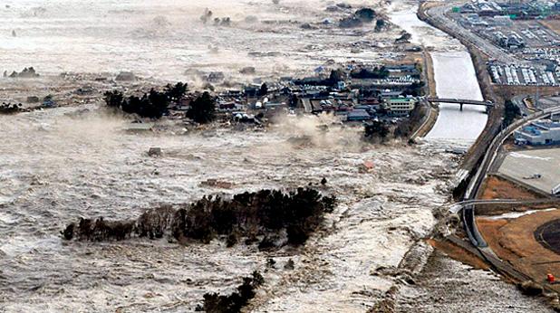 Цунами след 8,9 по Рихтер отнесе градове в северна Япония