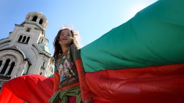 Дете с националния флаг