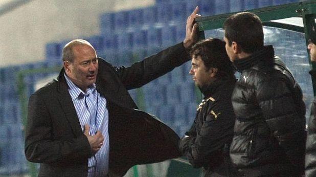 Кокала показва среден пръст на публиката на ЦСКА