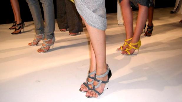 Женски крака в обувки на високи токчета