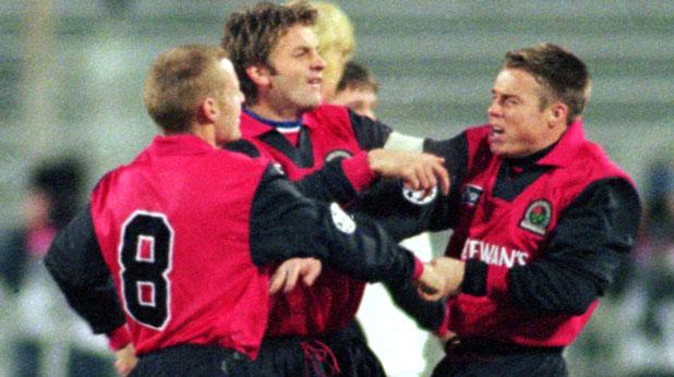 Боят между Греъм льо Соу и Дейвид Бати на мача Спартак (Москва) - Блекбърн 3:0 от Шампионската лига през 1995
