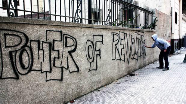Египетски фен рисува графит на стена