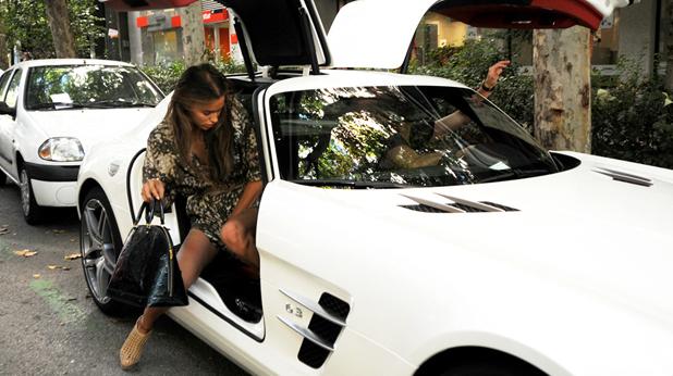 """Роналдо качва Ирина в своя """"Mercedes SLS AMG"""""""