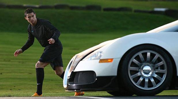 """Кристиано Роналдо се надбягва с """"Bugatti Veyron"""""""