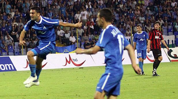 Владимир Гаджев вкарва изравнителния гол при победата на Левски над Спартак (Търнава) с 2:1 в Лига Европа на 28 юли 2011