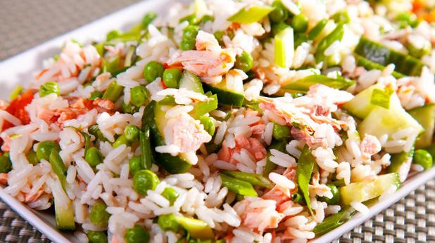 Салата с ориз и сьомга