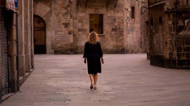 Жена се разхожда