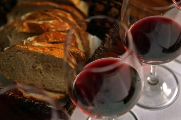 вино, хляб