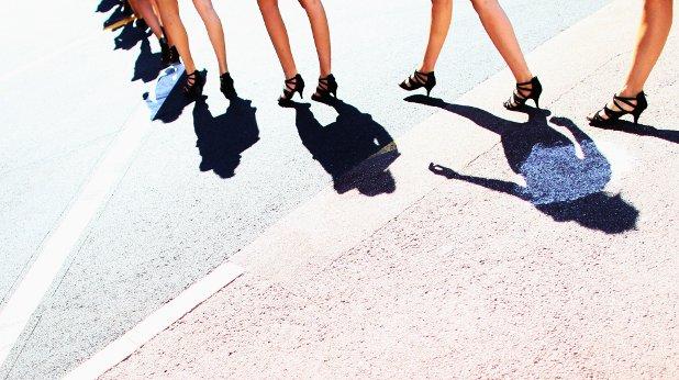 жени, крака