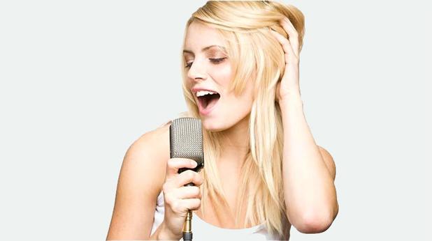Пееща жена
