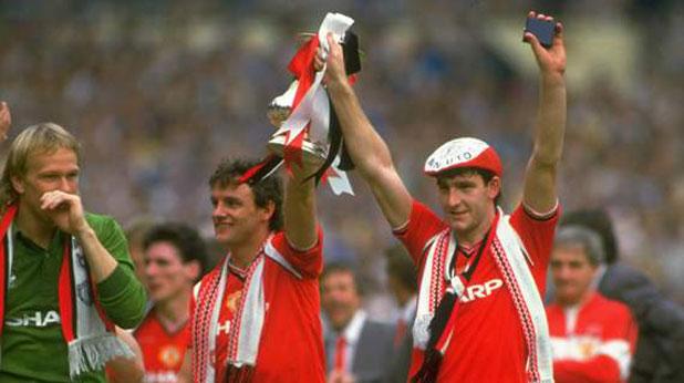 Норман Уайтсайд (вдясно) донесе победата на Манчестър Юнайтед на финала за Купата на ФА през 1985 за 1:0 срещу Евертън в продълженията