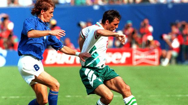 Христо Стоичков отбеляза гола за България при загубата от Италия с 1:2 на полуфинала на Мондиал 1994 в САЩ