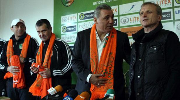 Собственикът на Литекс Гриша Ганчев представя Христо Стоичков като треньор на отбора