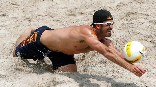 мъж, плаж,волейбол