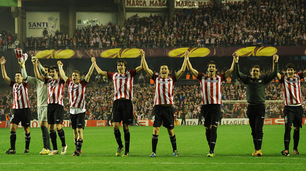 Атлетик (Билбао) се радват на победата с 2:1, с която отстраниха Манчестър Юнайтед на осминафиналите на Лига Европа на 15 март 2012