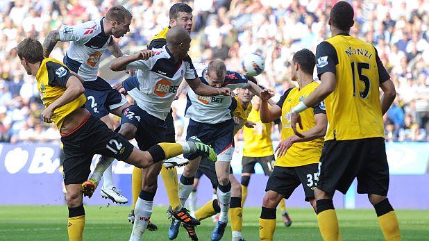Дейвид Уитър отбелязва втория си гол за победата на Болтън над Блекбърн с 2:1 на 24 март 2012