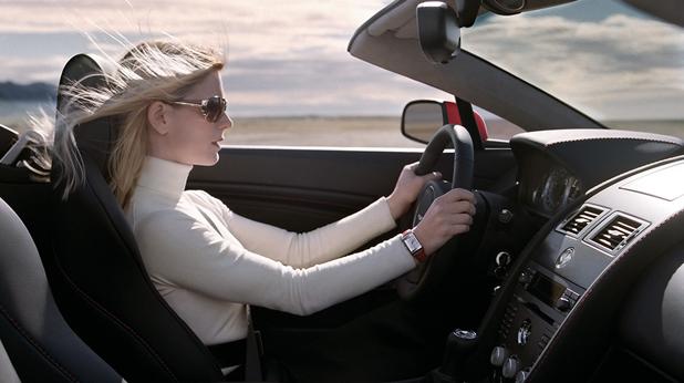 Жена кара кола