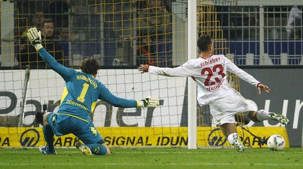 Юлиан Шибер отбеляза два гола за Щутгарт при гостуването на шампиона Борусия (Дортмунд), завършило 4:4 на 30 март 2012