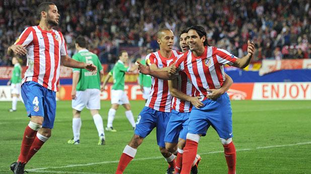 Радамел Фалкао се радва на победния си гол в мача Хановер - Атлетико (Мадрид), четвъртфинал-реванш в Лига Европа, завършил 1:2 на 5 април 2012