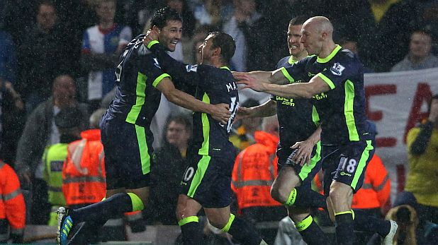 Антолин Алкарас от Уигън е атакуван от радостните си съотборници след победния гол във вратата на Блекбърн, с който Латикс си осигуриха оставането във Висшата лига на 7 май 2012