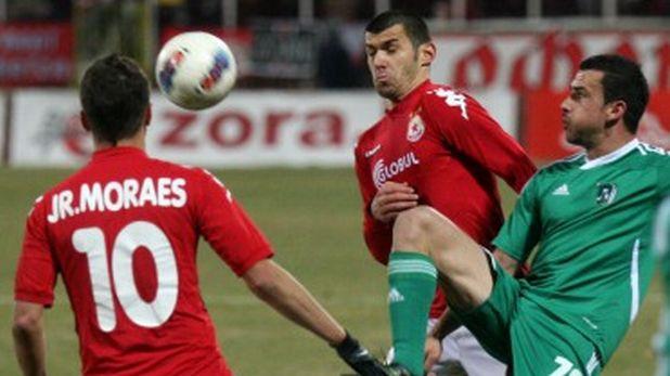 Жуниор Мораес вкара два гола, а Иван Стоянов - един, на мача ЦСКА - Лудогорец (2:2) на 28 ноември 2011