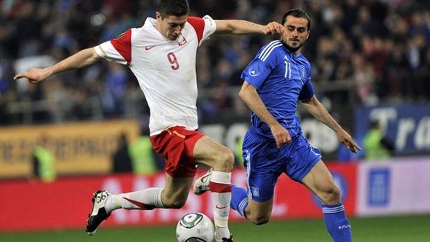 Роберт Левандовски в контролата Гърция - Полша (0:0) на 29 март 2011