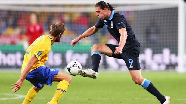 Олоф Мелберг и Анди Керъл вкараха по един гол в мача-спектакъл Швеция - Англия (2:3) на Евро 2012