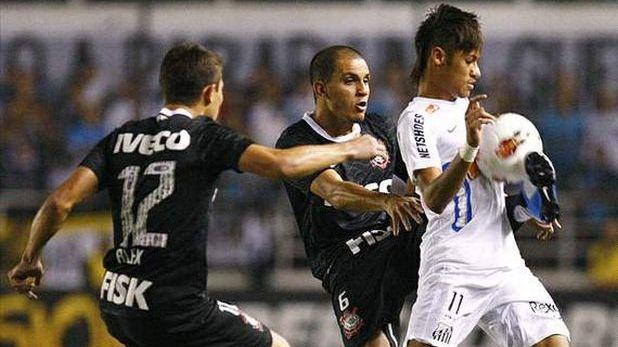 Неймар отбеляза гол за Сантос в полуфинала-реванш от Копа Либертадорес 2012 срещу Коринтианс, но след това съперникът изравни и след победа 1:0 в първия мач продължи към финала