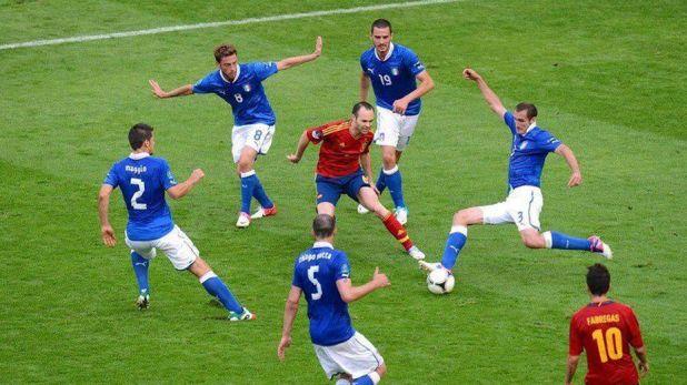 Андрес Иниеста срещу петима италианци