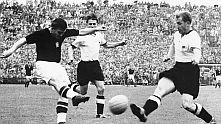Ференц Пушкаш се разписа за Унгария при загубата с 2:3 от Германия на финала на Мондиал 1954