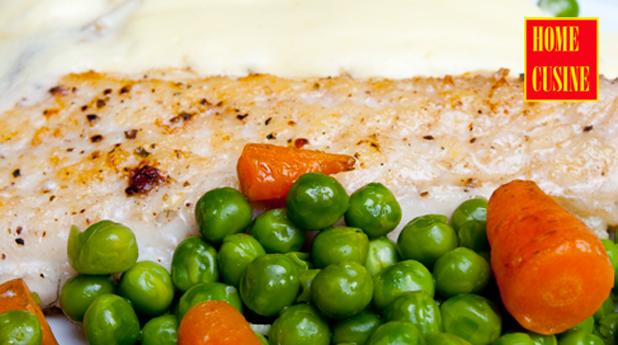 лаврак със сос холандез и зеленчуци