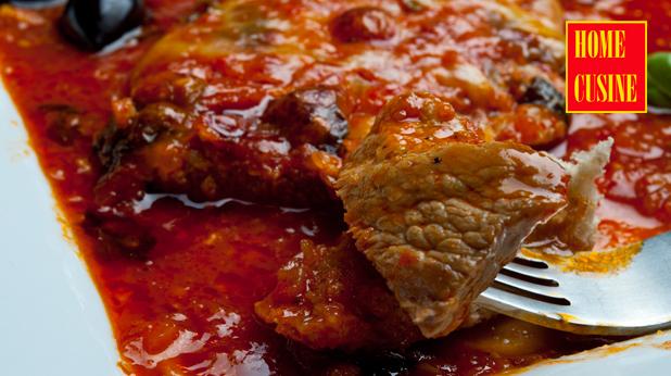 свински шницели в лют доматен сос