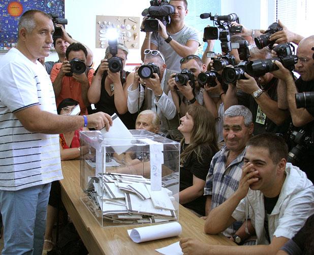 Бойко Борисов гласува