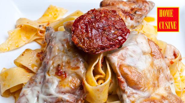 Телешки шницели с паста от сушени домати и чесън
