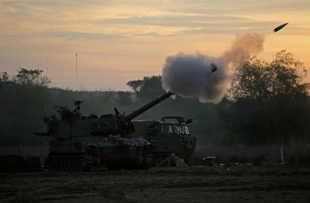Израелско самоходно оръдие стреля по Газа
