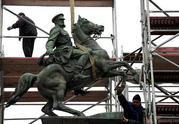 Монтиране на паметника