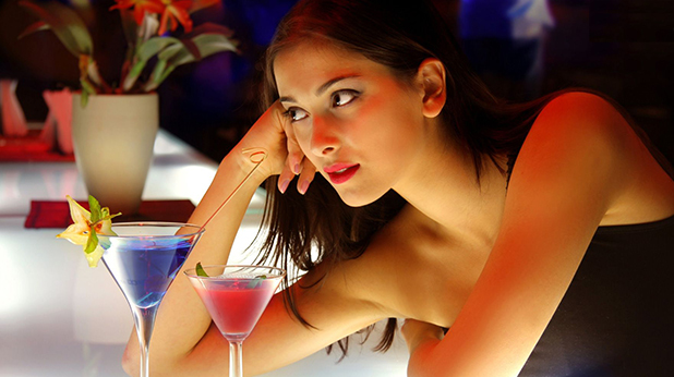 Жена в бар