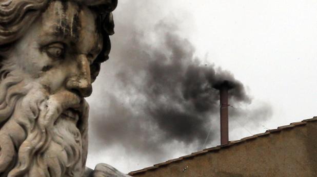 Черен дим над Ватикана