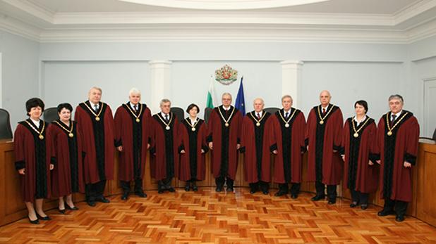 Конституционни съдии