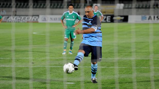 бойко борисов дебютира като професионален футболист