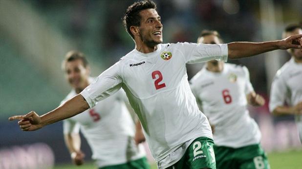 Станислав Манолев се радва след гола си срещу Италия - 2:2